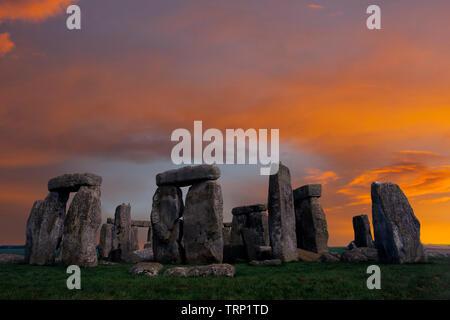 amesbury, ancient,Solstice,Sunrise,sun,beams,Neolithic, Stone, Circle, Stonehenge, Wiltshire, England, UK, - Stock Photo