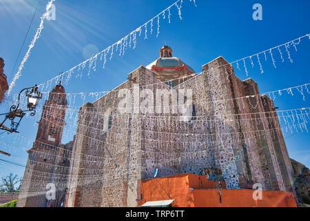 Entrance of the Templo De San Francisco in historic city center of San Miguel De Allende - Stock Photo