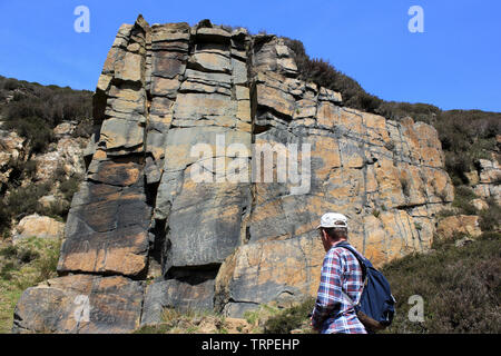 Rock Face Of Millstone Grit - a sandstone from the Carboniferous Period, Dean Black Brook, Anglezarke, nr White Coppice, Lancashire - Stock Photo