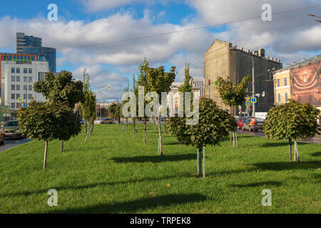 MOSCOW - OCTOBER 27, 2018: View of the place for city walks on Serpukhovskaya Square in the city center - Stock Photo