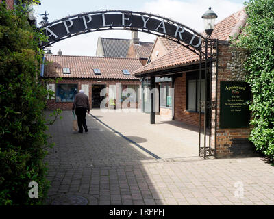 The Appleyard, a well designed redevelopment of small shops, cafes and offices behind the conservation area of the pretty Norfolk market town of Holt. - Stock Photo