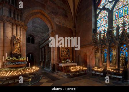 Freiburg im Breisgau, Münster Unserer Lieben Frau, südliches Querhaus mit heiligem Grab rechts im Kerzenlicht - Stock Photo
