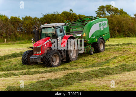 Ballydehob, West Cork, Ireland. 11th June, 2019. John O'Driscoll contractors bail silage for a local farmer on a balmy evening in West Cork. Credit: Andy Gibson/Alamy Live News. - Stock Photo