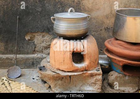 Four en terre cuite. Lomé. Togo. Afrique de l'Ouest. - Stock Photo