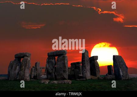 Amesbury,ancient,sunrise,Solstice, sun,beams,storm,rain, dramatic,Neolithic, Stone, Circle, Stonehenge, Wiltshire, England, UK, - Stock Photo