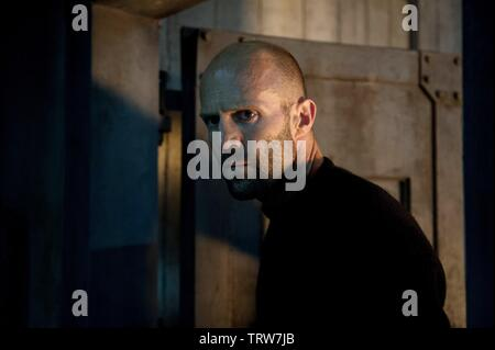 JASON STATHAM in MECHANIC: RESURRECTION (2016). Copyright: Editorial use only. No merchandising or book covers. This is a publicly distributed handout. Access rights only, no license of copyright provided. Only to be reproduced in conjunction with promotion of this film. Credit: CHARTOFF-WINKLER PROD/DAVIS-FILMS/ME2/MILLENNIUM FILMS / Album - Stock Photo