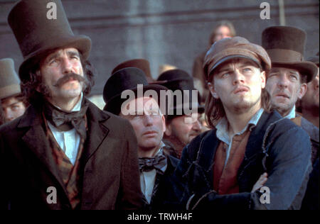DANIEL DAY-LEWIS and LEONARDO DICAPRIO in GANGS OF NEW YORK (2002). Copyright: Editorial use only. No merchandising or book covers. This is a publicly distributed handout. Access rights only, no license of copyright provided. Only to be reproduced in conjunction with promotion of this film. Credit: MIRAMAX / Album - Stock Photo