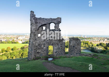 The ancient ruin (15th century) of Saint Anthony's Chapel in Holyrood Park, with the city of  Edinburgh in the background,Scotland - Stock Photo