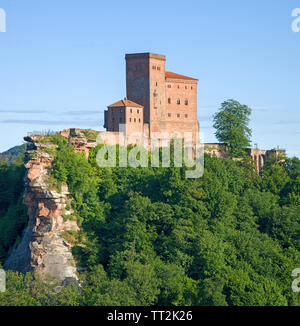 Imperial castle Trifels, where Richard the Lionheart was imprisoned,  Annweiler at Trifels, German Wine Route, Rhineland-Palatinate, Germany - Stock Photo