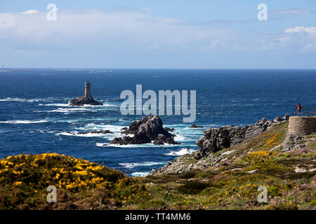 Pointe du Raz, one of Brittany's most dramatic landmarks, and the lighthouse La Vieille - Stock Photo