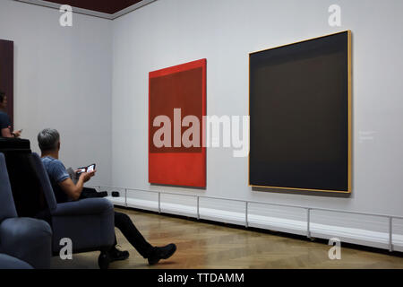 Visitors in front of the paintings by American abstract expressionist painter Mark Rothko displayed at his retrospective exhibition in the Kunsthistorisches Museum (Museum of Art History) in Vienna, Austria. The exhibition runs till 30 June 2019. - Stock Photo
