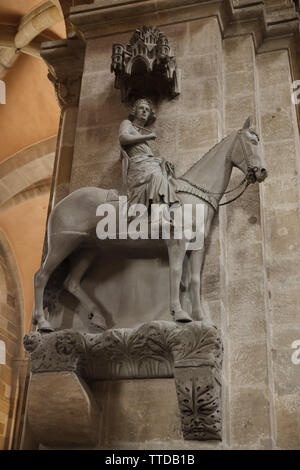Gothic statue of the Bamberg Horseman (Bamberger Reiter) in the Bamberg Cathedral (Bamberger Dom) in Bamberg, Upper Franconia, Germany. The statue, possibly depicting the Hungarian king Stephen I, most likely dates to the period from 1225 to 1237. - Stock Photo