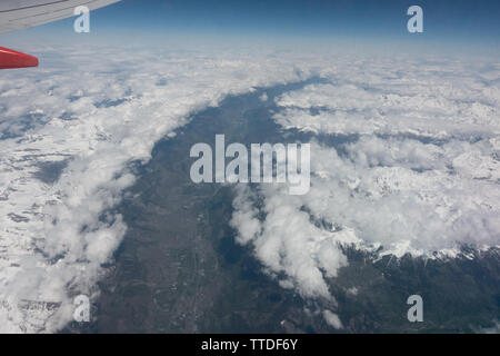 View from a cabin window of a Boeing 737 above the clouds - Stock Photo