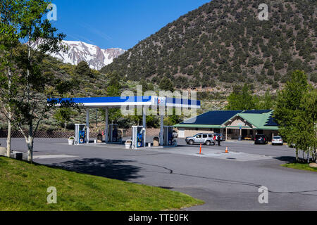 The Tioga gas mart and the famous Whoa nellie deli at  the mobil gas station on the corner of highways 395 & 120 in Lee Vining California USA - Stock Photo