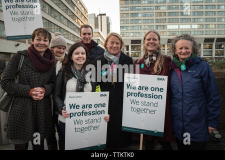 St Thomas' Hospital, London, UK. 12th January, 2016.  Groups of medical staff assemble outside St Thomas' Hospital in London in support of the NHS Str - Stock Photo