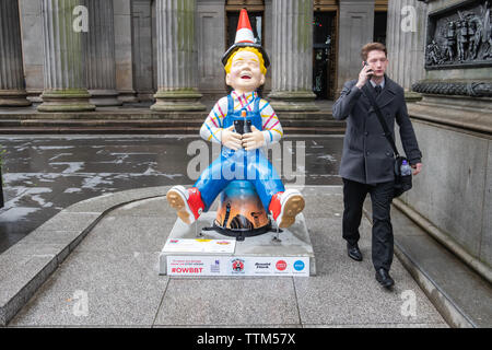 Glasgow, Scotland, UK. 17th June, 2019. Oor Wee Yin's Banter, created by Rachael Tidmore. This statue is inspired by the Year of Young People 2018, which celebrated the achievements of Young People in Scotland, valued the contributions that they make to society and showed that changes in attitudes start with listening to one another. The sculpture is part of Oor Wullie's BIG Bucket Trail. Credit: Skully/Alamy Live News - Stock Photo