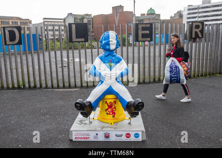 Glasgow, Scotland, UK. 17th June, 2019. Oor People, created by Margaret Fraser. Oor Wullie is sharing his love of his country. Wullie sports the Saltire complete with a thistle in his front pocket, He's also wearing a heart on his back pocket (not on his sleeve), proclaiming his pure love and cheek for his home country. The sculpture is part of Oor Wullie's BIG Bucket Trail. Credit: Skully/Alamy Live News - Stock Photo
