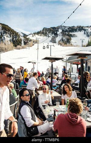 USA, Colorado, Aspen, apres ski at the Ajax Tavern at the base of Aspen mountain - Stock Photo