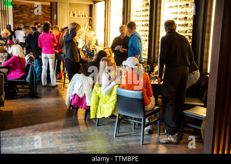 USA, Colorado, Aspen, apres ski at the bar at Element 47, The Little Nell Hotel - Stock Photo