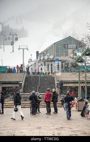 USA, Colorado, Aspen, skiers gather at the base of Aspen Mountain, Aspen Ski Resort, Ajax - Stock Photo