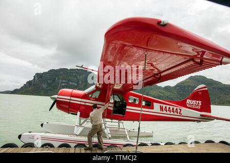 USA, Alaska, Redoubt Bay, Big River Lake, arriving on the float plane to Redoubt Bay Lodge - Stock Photo
