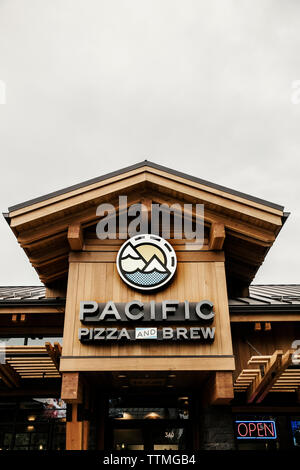 USA, Oregon, Bend, Pacific Pizza and Brew, exterior restaurant - Stock Photo