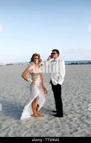 USA, California, San Diego, Coronado Island, prom couple Adam Whalen and Audrey Jarvis on the beach in front of the Hotel del Coronado - Stock Photo