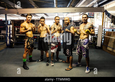 USA, Oahu, Hawaii, professional boxers and MMA Mixed Martial Arts Ultimate fighter Lowen Tynanes at his training gym in Honolulu - Stock Photo