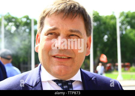 ANDREW BRIDGEN MP PICTURED IN PARLIAMENT SQUARE ON 17TH JUNE 2019. CONSERVATIVE PARTY MPS. BRITISH POLITICIANS. UK POLITICS. TORIES. TORY PARTY. MEMBER OF PARLIAMENT FOR NORTH WEST LEICESTERSHIRE. BREXIT. LEAVE MEANS LEAVE. - Stock Photo