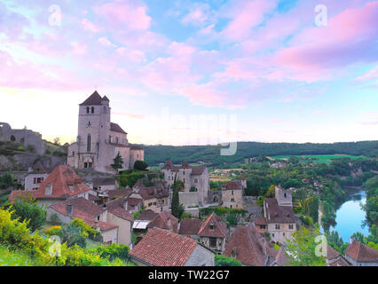 Saint-Cirq-Lapopie (south of France): overview of the medieval village with the label 'Plus Beaux Villages de France' ('The most beautiful villages of - Stock Photo