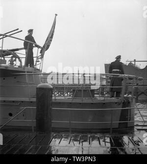 Wehrmacht Kriegsmarine U-Boot des Typs VII C Indienststellung U 1058  1944 - War Navy of Nazi Germany Submarine Type VII C commissioning U1058 1944 - Stock Photo