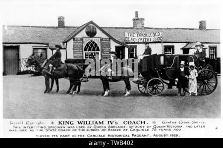 King William IV's coach outside the Famous Old Blacksmith's Shop at Gretna Green, Scotland, during the Carlisle Historical Pageant, August 1928, with people in historical costume. The coach was used by Queen Adelaide, an aunt of Queen Victoria.      Date: 1928 - Stock Photo