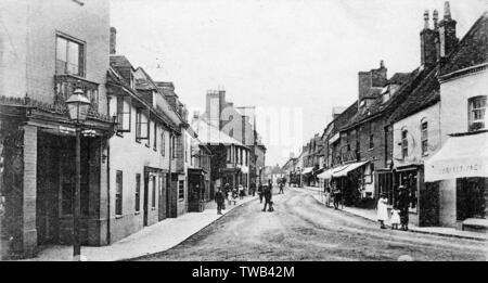 View of the High Street, Fordingbridge, New Forest, Hampshire.      Date: 1905 - Stock Photo