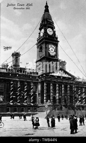 Town Hall, Bolton, Lancashire, decorated for the Coronation of King George V.      Date: 1911 - Stock Photo