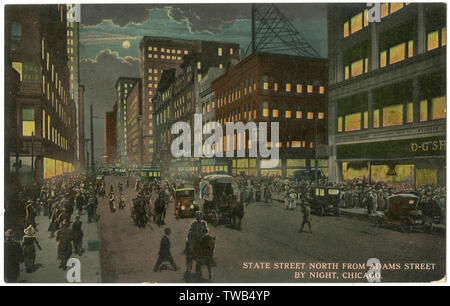 Night view of State Street, Chicago, USA, looking north from Adams Street, in the shopping district.      Date: 1911 - Stock Photo