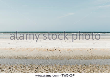 Minimalistic layered seascape with green and yellow tints - Stock Photo