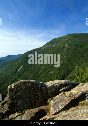 Crawford Notch from Mount Willard in the White Mountains, New Hampshire. Mount Willey can be seen on the right. The route of the old Maine Central Rai - Stock Photo