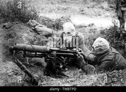 Battle of the Somme, British machine gunners wearing gas helmets near Ovillers in July 1916 - Stock Photo