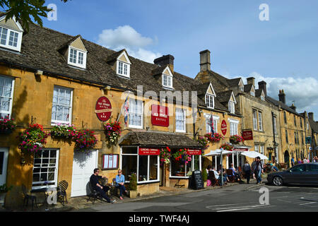 The Old Stocks Hotel, Stow-on-the-Wold, Gloucestershire, England, UK. A village in the Cotswolds. - Stock Photo