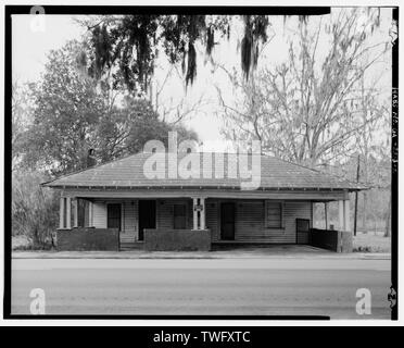 Planar view of front (north) side of building, facing southeast. - Clanton House, South side of U.S. Highway 84, 0.2 mile east of Post Office Drive, Stockton, Lanier County, GA - Stock Photo