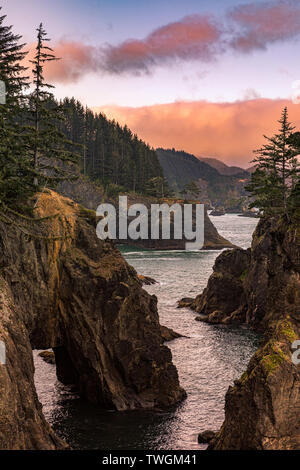 Sunrise at Samuel Boardman State Scenic Corridor. A linear state park in southwestern Oregon, in the United States. It is 12 miles (19 km) long and th - Stock Photo