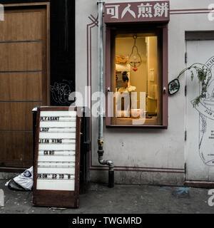 Bun House restaurant, hatch window 'pleasant lady, jian Bing trading  from 12 to 8' in chinatown, soho london. - Stock Photo