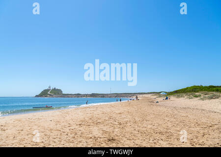 Horseshoe Beach looking towards Nobbys Head Lighthouse, Newcastle, New South Wales, Australia - Stock Photo