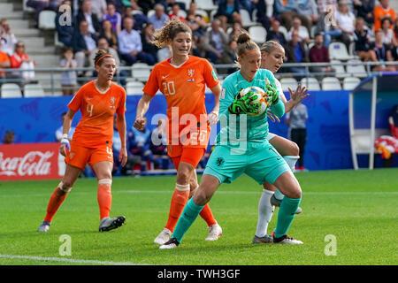 20 june 2019 Reims, France Soccer Women's World Cup France 2019: The Netherlands v Canada  Merel van Dongen of The Netherlands, Dominique Bloodworth J - Stock Photo