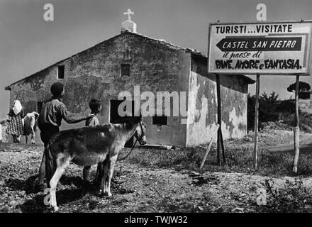 italy, emilia romagna, entrance to the country castel san pietro, the town of bread, love and dreams, 1955 - Stock Photo