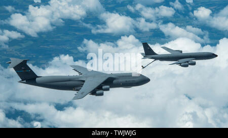 A KC-135 aircraft assigned to the 171st Air Refueling Wing, Pennsylvania Air National Guard provides aerial refueling for a C-5 aircraft assigned to 436th Airlift Wing, Air Force Reserves, Dover AFB, Del. June 19, 2019. (U.S. Air National Guard photo by Staff Sgt. Bryan Hoover) - Stock Photo