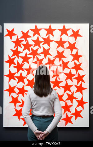 London, UK.  21 June 2019. A staff member next to 'Cluster', 2015, by Charline von Heyl (Est. GBP 50-70k) at the preview of a Contemporary Art auction at Sotheby's New Bond Street.  The sales take place 26 and 27 June 2019. Credit: Stephen Chung / Alamy Live News - Stock Photo