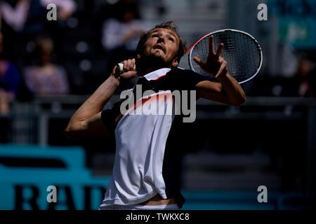 Queen Club, London, UK. 21st June, 2019. The ATP Fever-Tree Tennis Tournament; Daniil Medvedev (RUS) serves to Diego Schwartzman (ARG) Credit: Action Plus Sports/Alamy Live News - Stock Photo