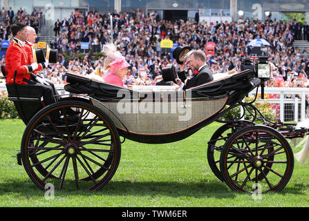 Ascot Racecourse, Windsor, UK. 21st June, 2019. Royal Ascot Horse racing; HM The Queen Elizabeth II arrives at Ascot Credit: Action Plus Sports/Alamy Live News - Stock Photo