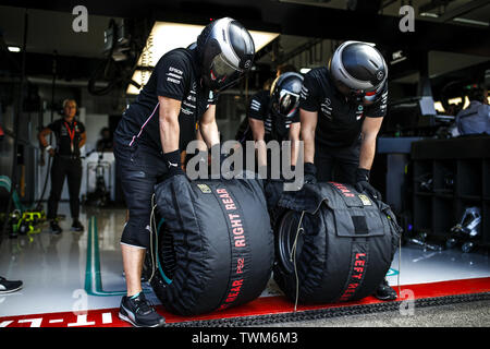 Marseille, France. 21st June 2019. Motorsports: FIA Formula One World Championship 2019, Grand Prix of France, Mechanic of Mercedes AMG Petronas Motorsport Credit: dpa picture alliance/Alamy Live News - Stock Photo